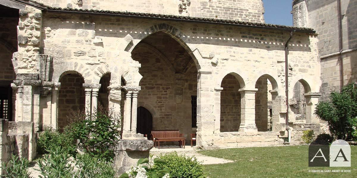 Abbaye-saint-amant-de-boixe-location-salle-cloitre