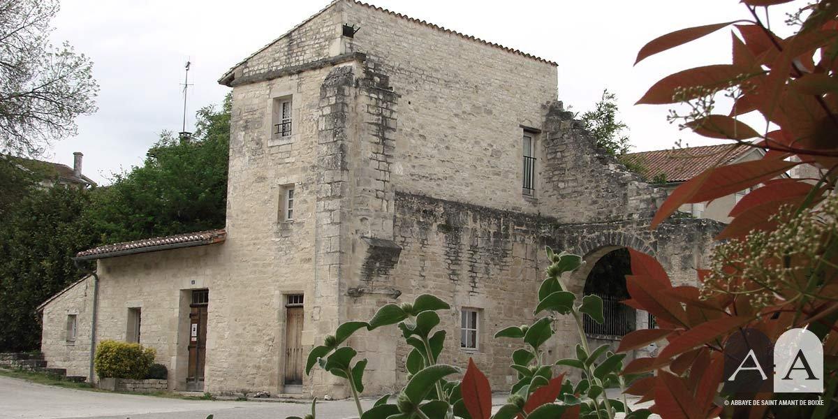 Abbaye-saint-amant-de-boixe-location-salle-porterie