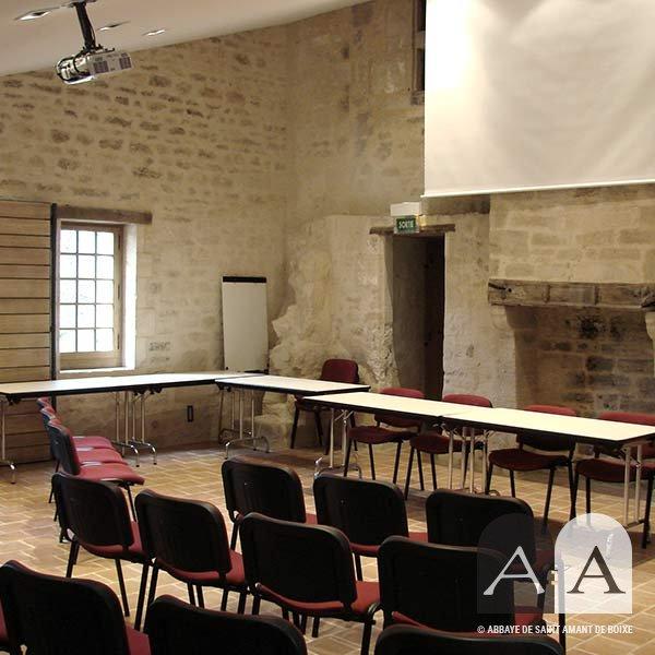 Abbaye-saint-amant-de-boixe-location-salle-auditorium-titre