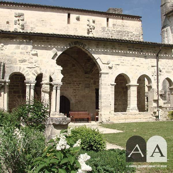 Abbaye-saint-amant-de-boixe-location-salle-cloitre-titre