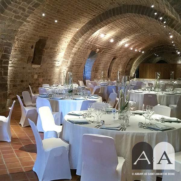 Abbaye-saint-amant-de-boixe-location-salle-grand-cellier-titre-02