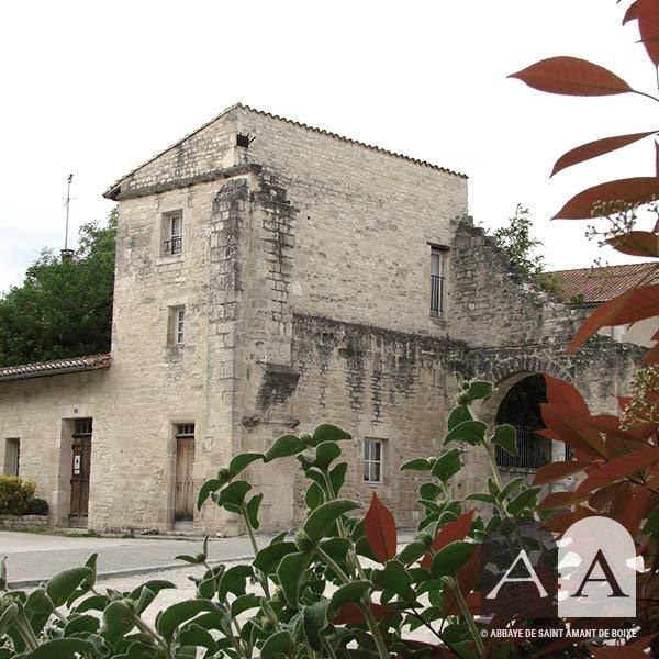Abbaye-saint-amant-de-boixe-location-salle-porterie-titre