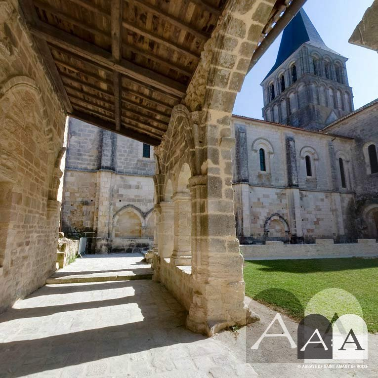abbaye-saint-amant-de-boixe-le-cloitre-01