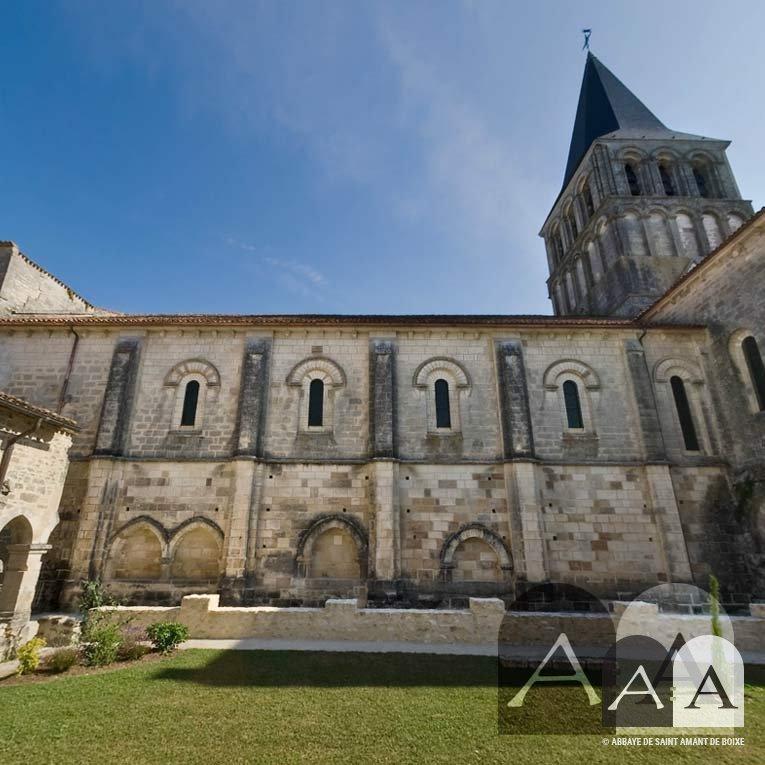 abbaye-saint-amant-de-boixe-le-cloitre-02